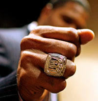 Giants Hand Out 15 Carat Super Bowl XLII Rings