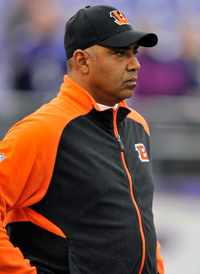 Bengals coach Marvin Lewis might not be back next season, although the University of Pittsburgh job could be an option.