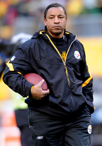 Pittsburgh Steelers assistant coach Ray Horton is being targeted by the Arizona Cardinals and Dallas Cowboys for jobs.