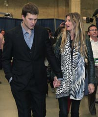 Gisele Bundchen stands by her husband, Tom Brady, but believes his receivers badly let him down in Super Bowl XLVI.