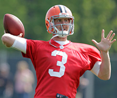 Brandon Weeden and the Cleveland Browns resolved their contract dispute Tuesday.