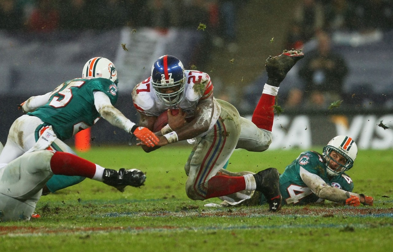 Mud games. Giants-dolphins-london_pg_600