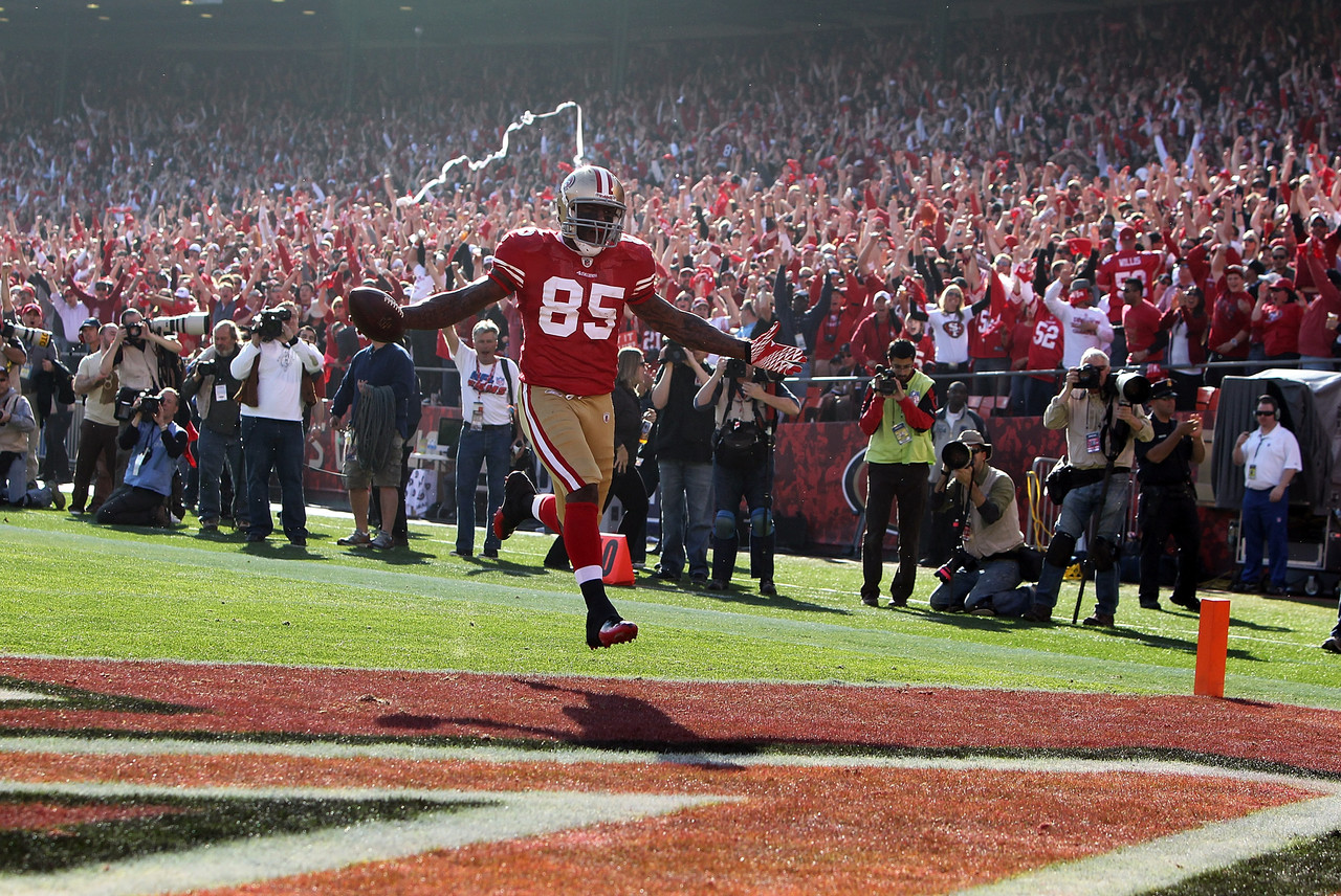 Vernon Davis gives the 49ers an early lead on the Saints.