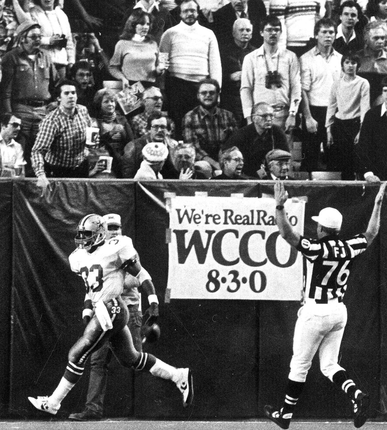 memorable moments at the metrodome com jan 3 1983 tony dorsett sets record 99 yard touchdown