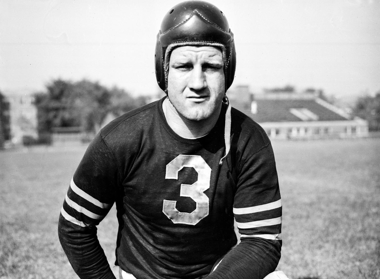 Bronko Nagurski (Seasons with Bears: 1930-1937, 1943)