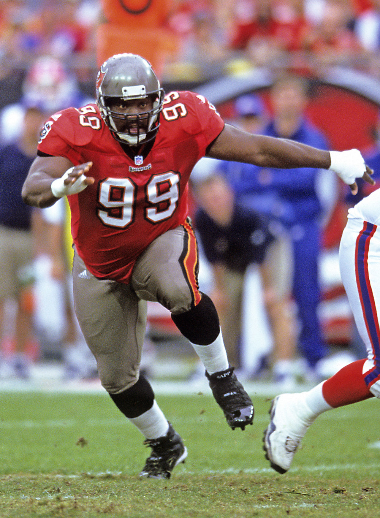 warren sapp Warren sapp net worth is-$1 million warren sapp's salary $540 thousand per year warren sapp bio/wiki 2018 he's height of 6 feet 2 inches and weight of 300 lbs he went to apopka high school in apopka, florida.