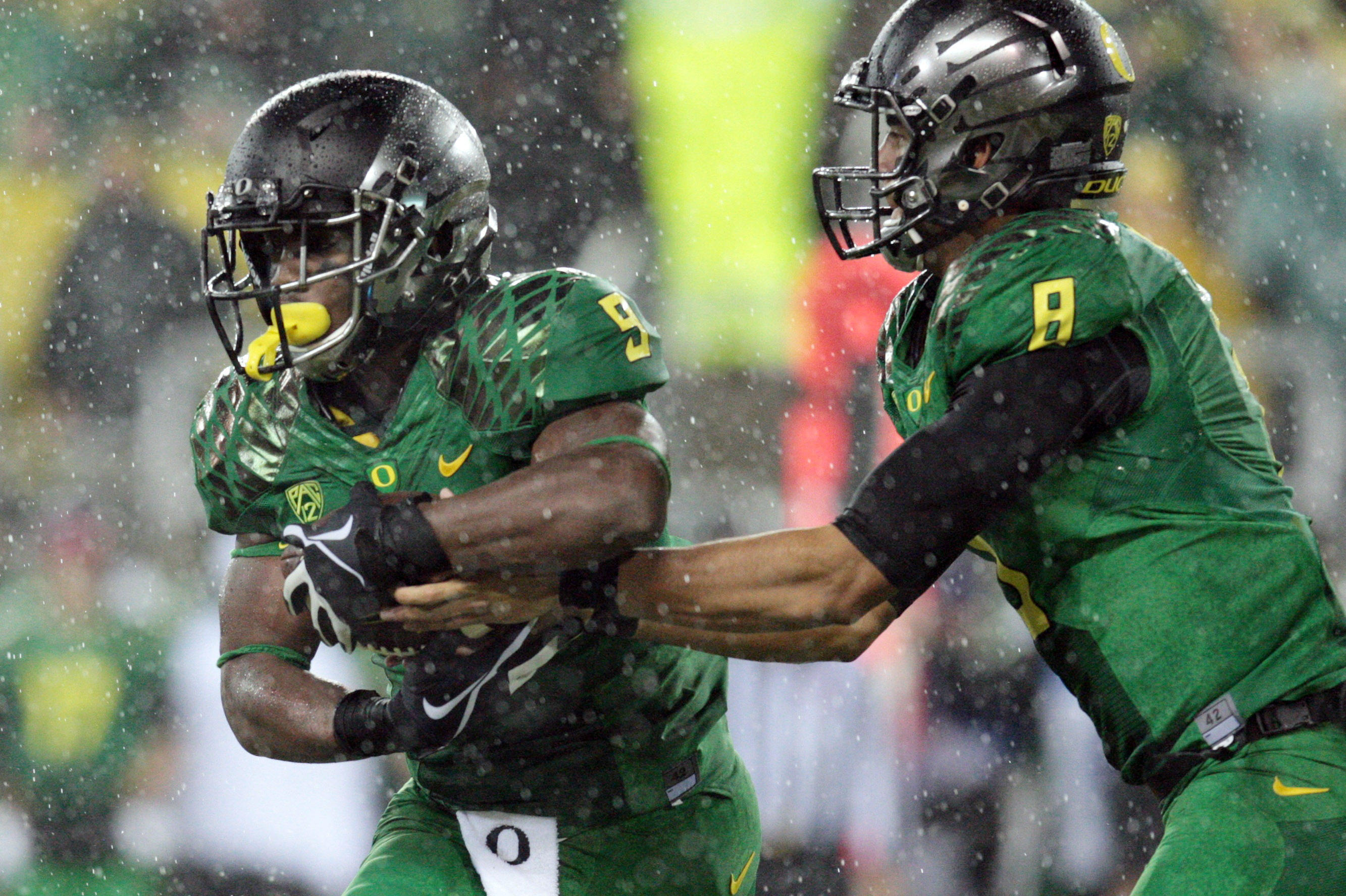 Oregon Ducks quarterback Marcus Mariota (8) hands the ball off to Oregon Ducks running back Byron Marshall (9) at Autzen Stadium. Mandatory Credit: Scott Olmos-USA TODAY Sports