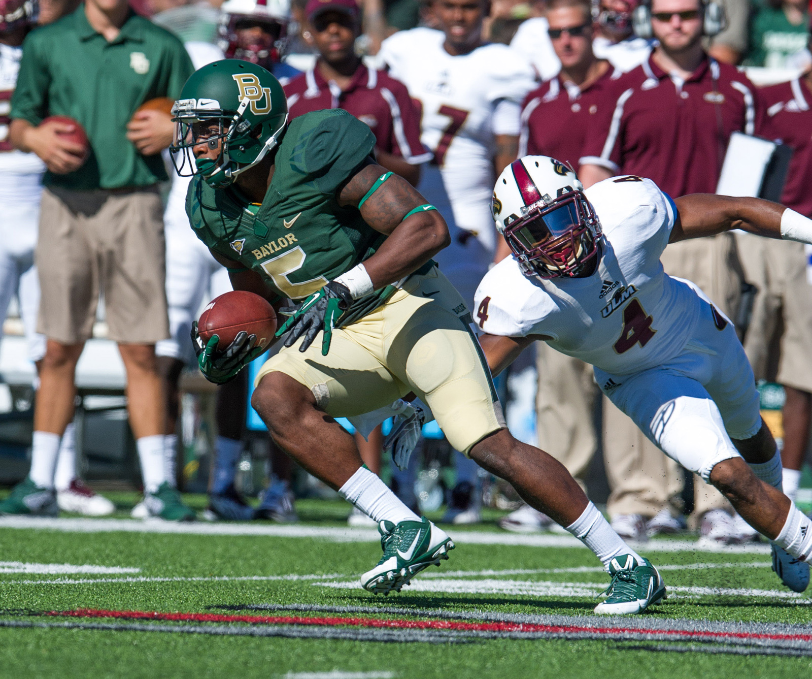 Baylor Bears wide receiver Antwan Goodley (5) eludes Louisiana Monroe Warhawks cornerback Rob'Donovan Lewis (4) during the game at Floyd Casey Stadium. The Bears defeated the Warhawks 70-7. (Jerome Miron/USA TODAY Sports)