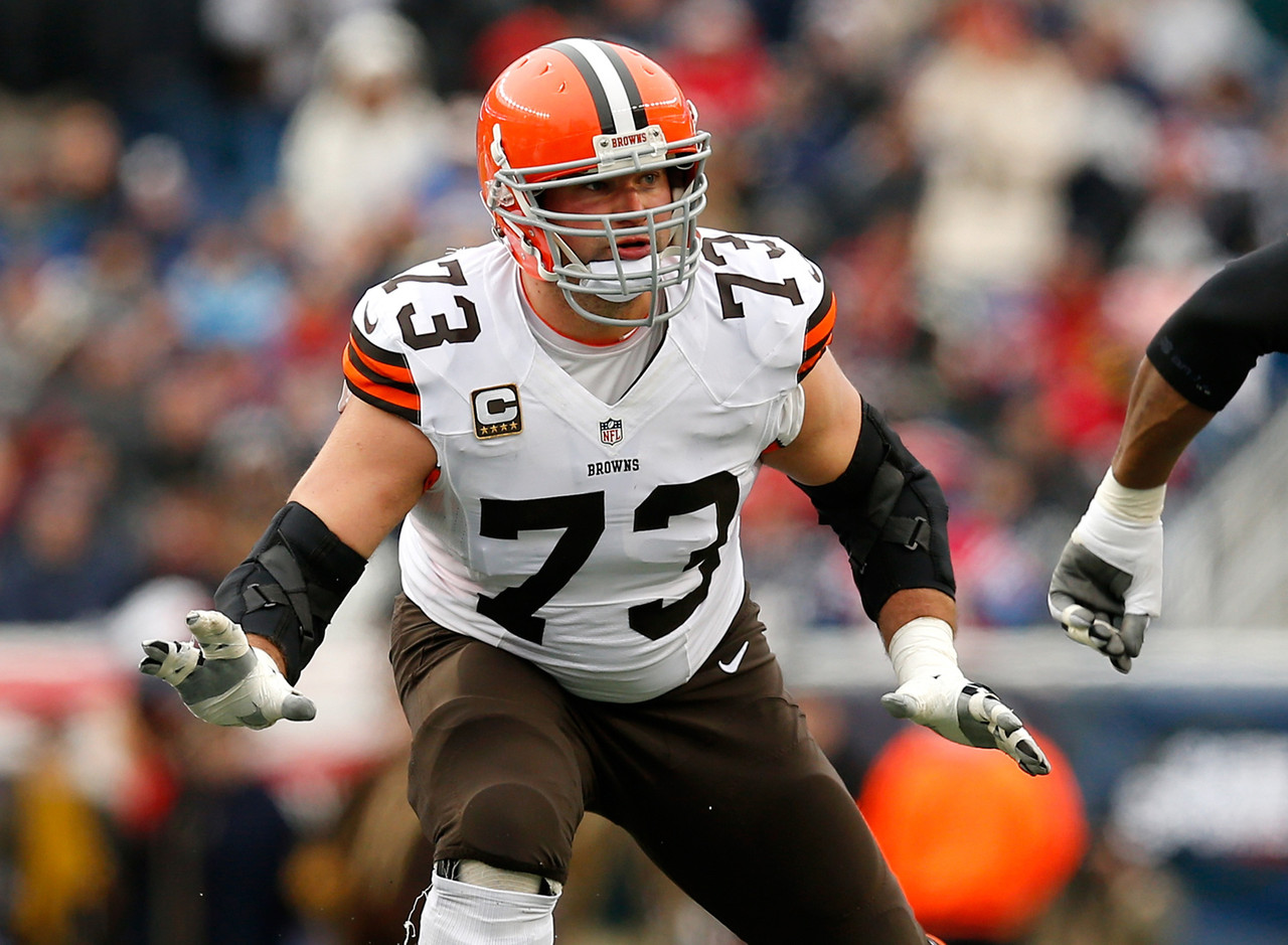 Joe Thomas compares NFL to WWE, Goodell to Vince McMahon ...