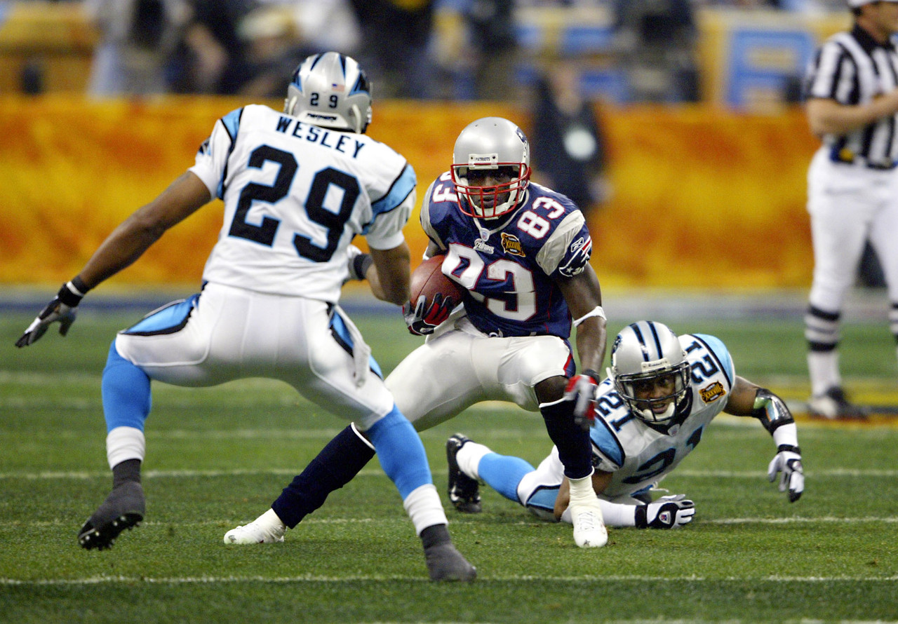 http://static.nfl.com/static/content/public/pg-photo/2015/10/16/0ap3000000558720/super-bowl-xxxviii-deion-branch_pg_600.jpg