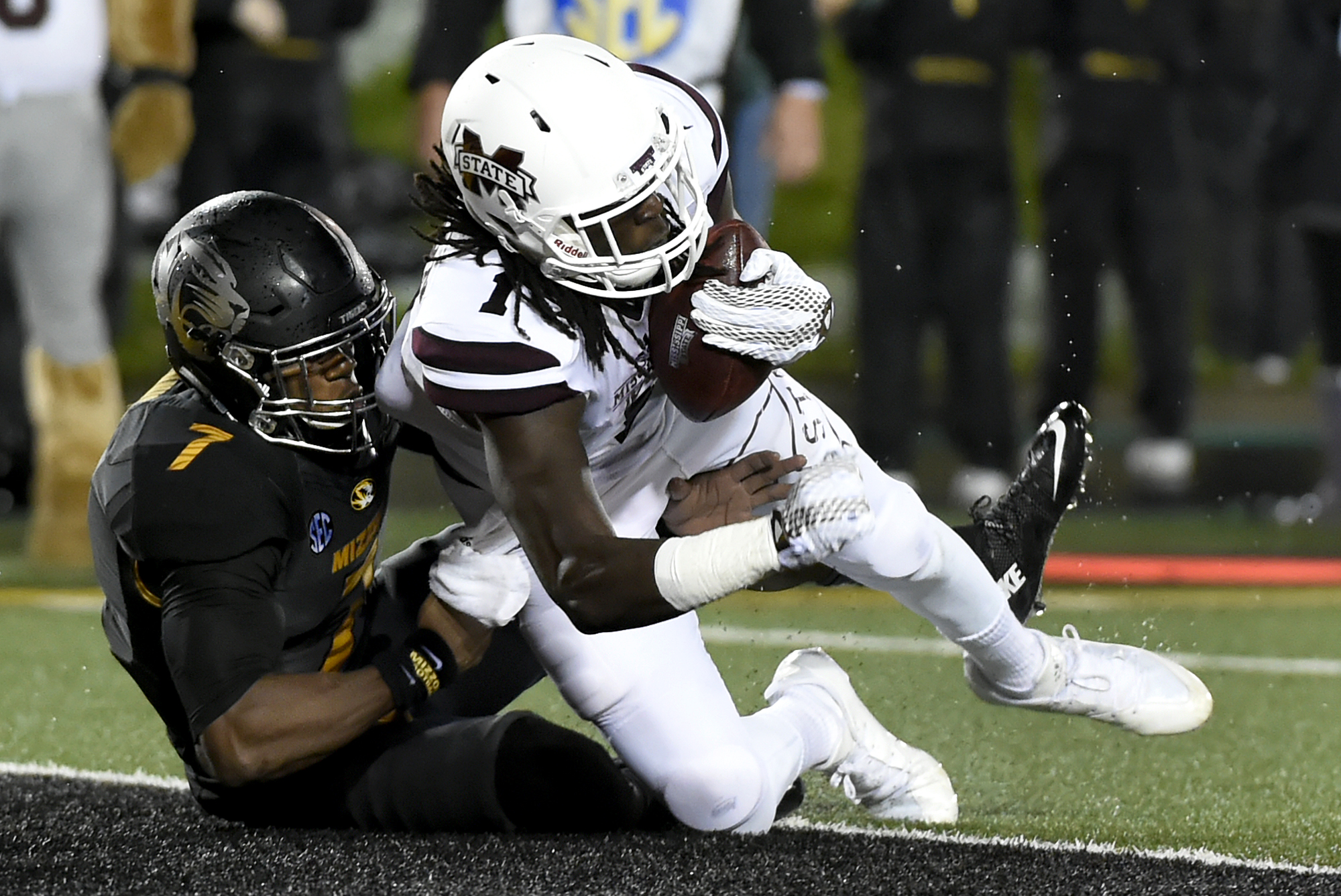 Mississippi State wide receiver De'Runnya Wilson, right, catches a five-yard touchdown pass as Missouri defensive back Kenya Dennis defends during the second half of an NCAA college football game on Thursday, Nov. 5, 2015, in Columbia, Mo. (AP Photo/L.G Patterson)