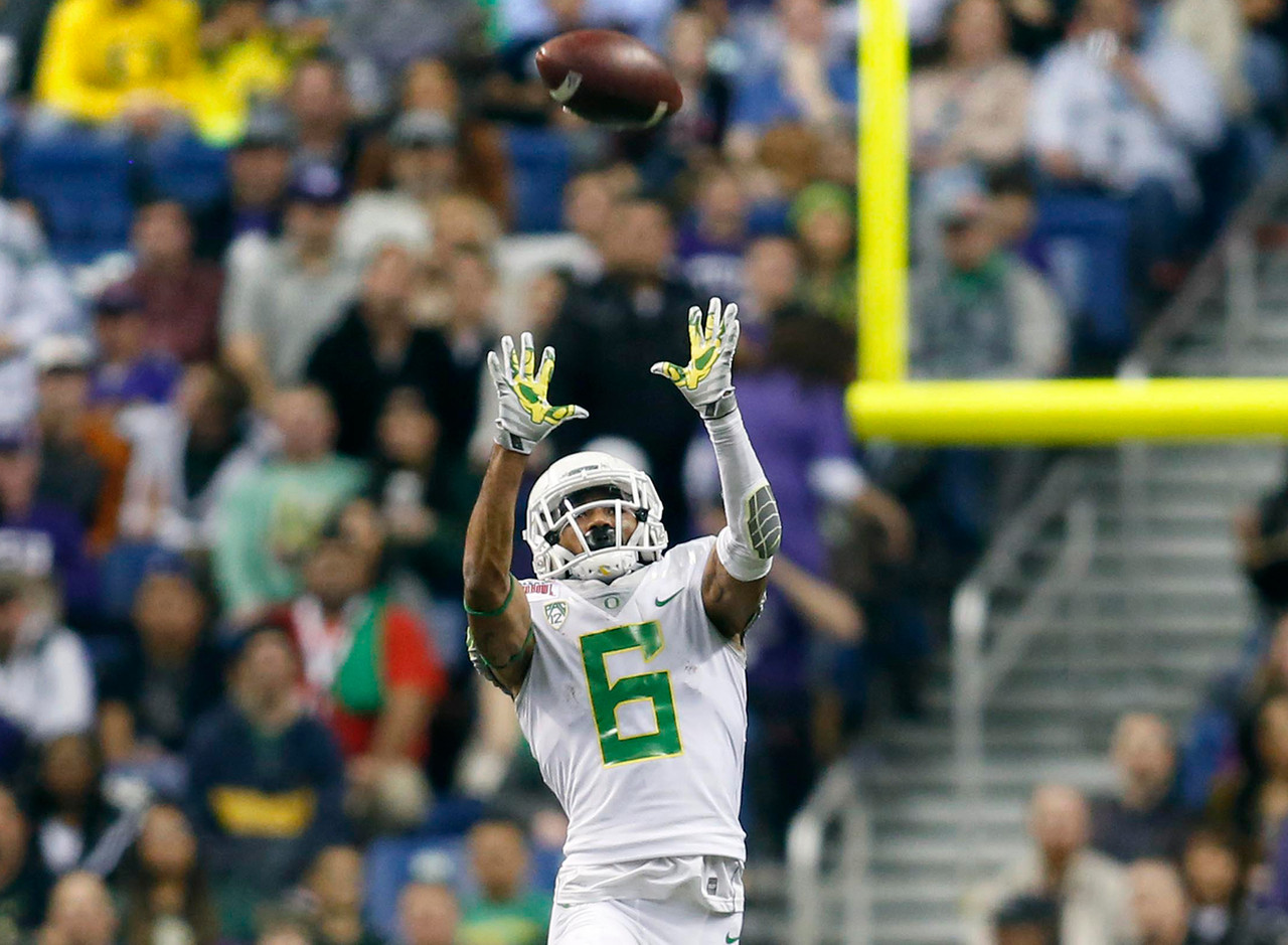 "<b>Class (size):</b> Junior (5-foot-8, 170 pounds) <br><br> Is there anything this guy can't do? Nelson started three games at receiver last year for the Ducks, then flipped to defense for eight starts at cornerback. All the while, he served as a dangerous kickoff returner (<a href=""http://espn.go.com/video/clip?id=14007244"" target=""new"">just ask Arizona State</a>). Add to that, he's a member of the UO track squad and was part of an All-American 4x100-meter relay team as a freshman. His 40-yard dash was reportedly clocked at 4.39 at a University of Florida camp during his recruitment."