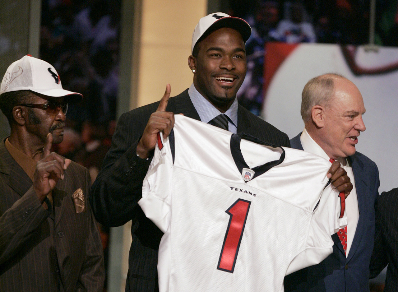 <b>Drafted by:</b> Houston Texans, 2006.<br /> <br /> Much debate came with Williams going ahead of Reggie Bush, but now there is little doubt that it was the right choice. For all the criticism of Williams by various media members and fans, the guy who never seemed to do enough accomplished much in his 11 years in the league. That included 97.5 sacks and four Pro Bowls. The one-year stint in Miami? Not as memorable.
