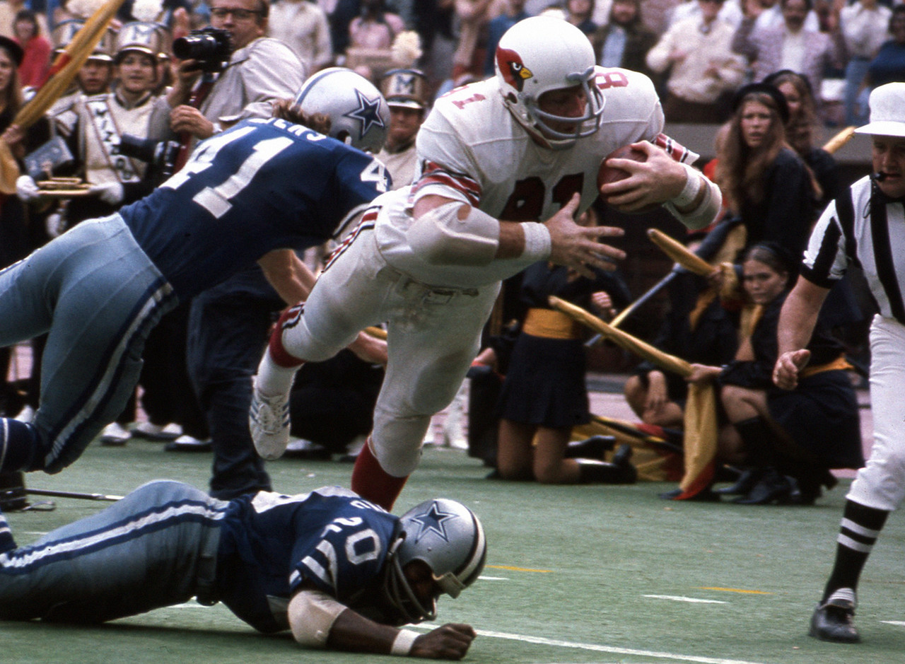 St. Louis Cardinlas, 1963-1977; Dallas Cowboys, 1978<br> » Voted to five Pro Bowls, First Team All-Pro four times<br> » Finished career with 480 receptions for 7,918 yards (most ever by tight end at time of retirement) and 40 touchdowns<br> » Played in 210 NFL games<br> » Enshrined into Pro Football Hall of Fame