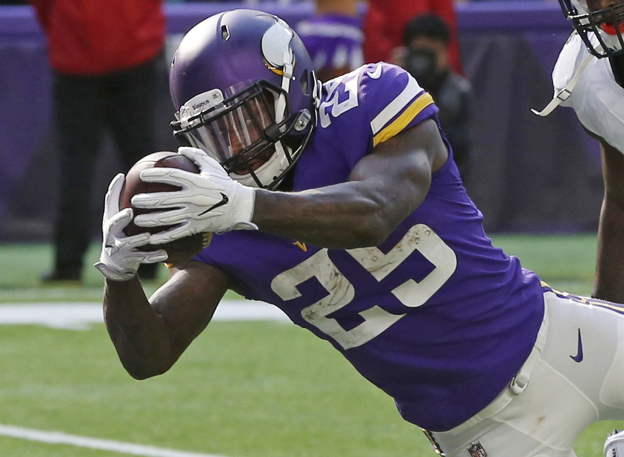 Jerick McKinnon's ascent was forcing Latavius Murray to the waiver-wire in plenty of leagues, but the veteran showed he's not going away without a fight. He still split playing time (30 plays to 34) and carries (18 to 14) with McKinnon, but out-gained McKinnon 117-43 on the ground and found the end zone. Murray might be the better play in favorable game scripts for the Vikings, where they'll turn to him to salt away a lead. That could be what the team faces next week when their top-flight defenses squares off with the lowly Cleveland Browns, who are struggling to find an answer under center. Regardless, Murray should be added in more leagues, especially since Teddy Bridgewater could be returning for the stretch run. (Percent owned: 53.1, FAAB suggestion: 20 percent)