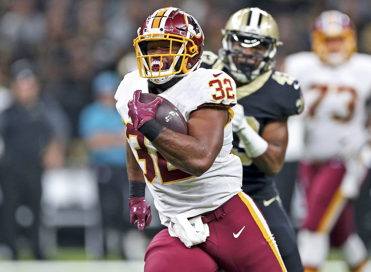 I know Samaje Perine is probably owned in your very competitive league, but I need to do my due diligence here as well. Perine is available in plenty of leagues and is a must-add this week after the terrible news that Chris Thompson broke his fibula. Perine averaged over five yards per carry on Sunday against a tough Saints reun defense, taking his 23 carries for 117 yards. The rookie could get in the mix as a pass-catcher too simply by default, which would help his weekly floor. He'll likely be featured heavily when Washington hosts the New York Giants in the final game of the Thanksgiving slate. (Percent owned: 56.4, FAAB suggestion: 50+ percent)