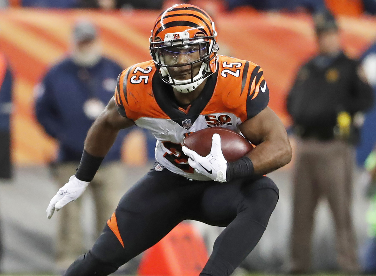 Giovani Bernard was a top pickup last week following Joe Mixon's concussion, and the former fantasy stud delivered in his opportunity. Despite only receiving 11 carries as the Bengals trailed for pretty much the entire game, Bernard racked up 130 total yards thanks to six catches for 68 yards. If Mixon remains sidelined next week, Bernard will once again be a strong RB2 against the Minnesota Vikings. If Mixon returns, though, Bernard will likely be relegated to the fantasy bench as this offense can barely sustain one fantasy back, let alone two. (Percent owned: 27.7)