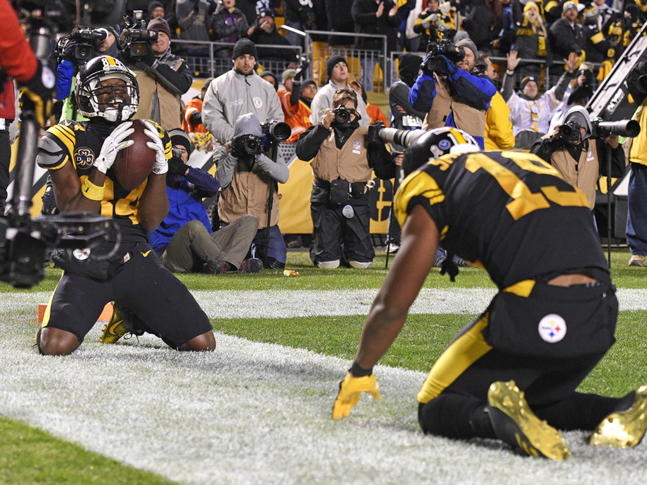Pittsburgh Steelers wide receivers Antonio Brown and JuJu Smith-Schuster combined for the most receiving yards by a wide receiver duo in 2017 (2,450).