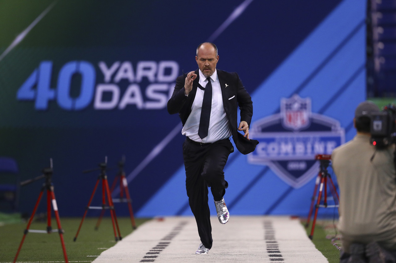 NFL Network's Rich Eisen runs the 40-yard dash during the 2018 NFL Scouting Combine on Sunday, March 4, 2018 in Indianapolis.