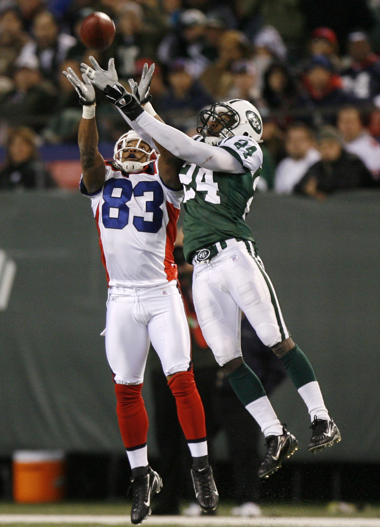 e237c3d66 Buffalo Bills wide receiver Lee Evans (83) competes with New York Jets  defensive back