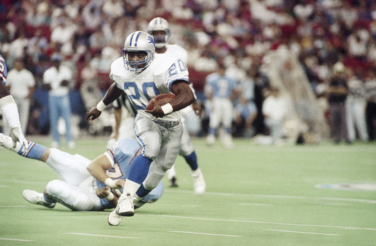 Detroit Lions running back Barry Sanders (20) eludes Houston Oiler Ray Childress (79) as he turns upfield for an 11-yard gain in the first quarter in Houston on Nov. 5, 1989.