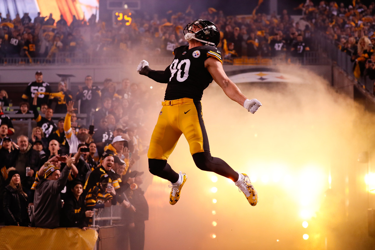 Pittsburgh Steelers linebacker T.J. Watt (90) runs onto the field before an NFL football game against the Los Angeles Chargers, Sunday, Dec. 2, 2018, in Pittsburgh.