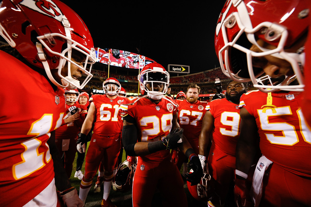 Chiefs defensive back Eric Berry (29) gives a pregame speech prior to Kansas City's game against the Los Angeles Chargers at Arrowhead Stadium.