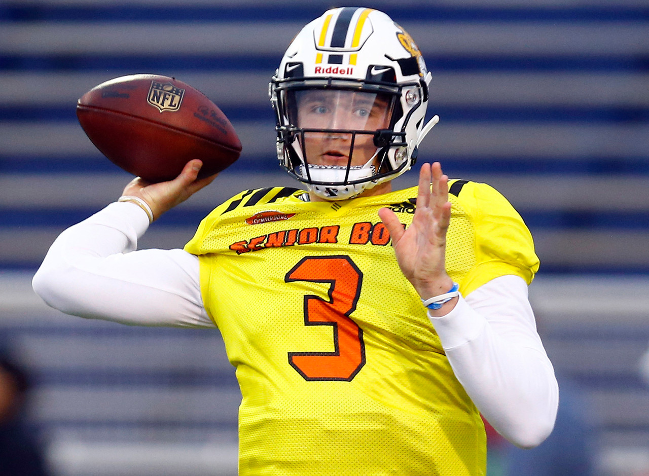 North quarterback Drew Lock of Missouri (3) throws a pass during practice for Saturday's Senior Bowl college football game, Tuesday, Jan. 22, 2019, in Mobile, Ala.