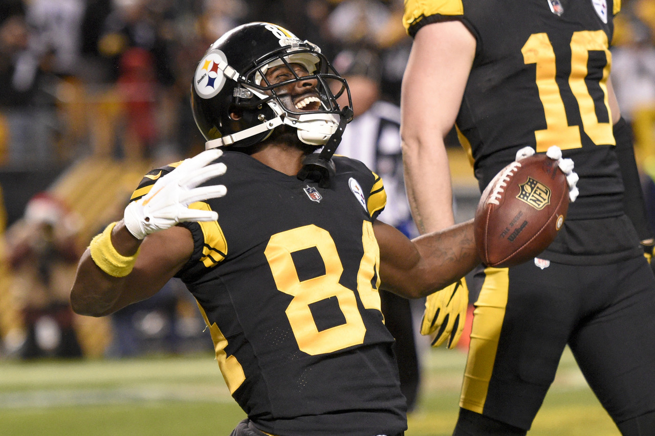 94d2014ea Pittsburgh Steelers wide receiver Antonio Brown (84) celebrates after  catching a touchdown pass from