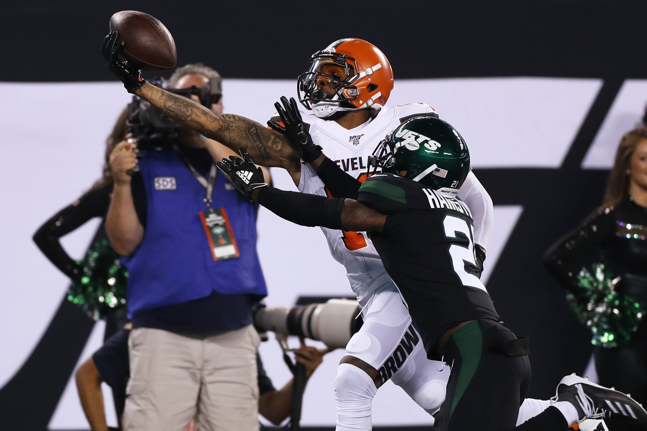 Cleveland Browns wide receiver Odell Beckham (13) makes a one-handed catch over New York Jets cornerback Nate Hairston (21) during an NFL football game, Monday, Sep. 16, 2019 in East Rutherford, N.J.