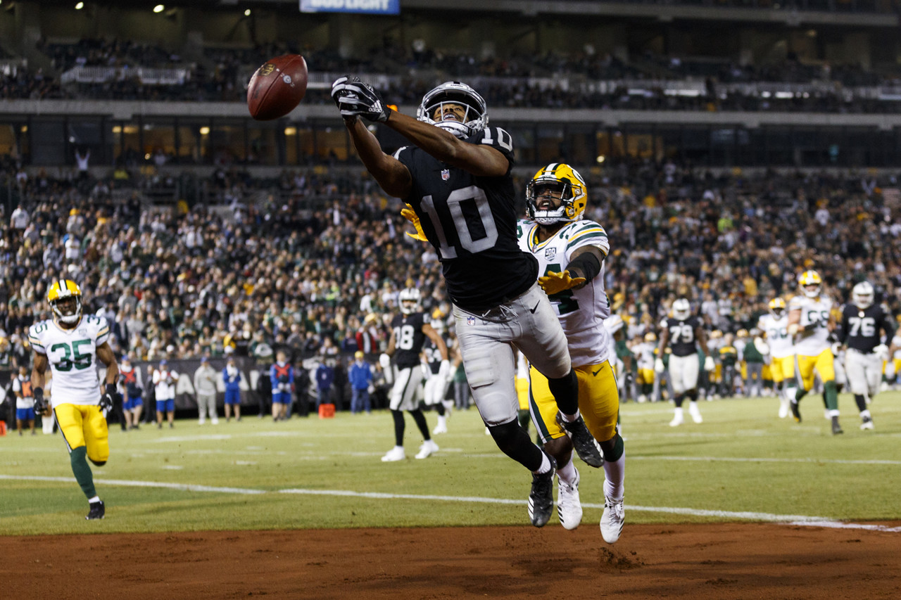Oakland Raiders wide receiver Seth Roberts (10) reaches to catch the football during an NFL preseason football game against the Green Bay Packers, Friday, Aug. 24, 2018, in Oakland, Calif. The Raiders defeated the Packers, 13-6.
