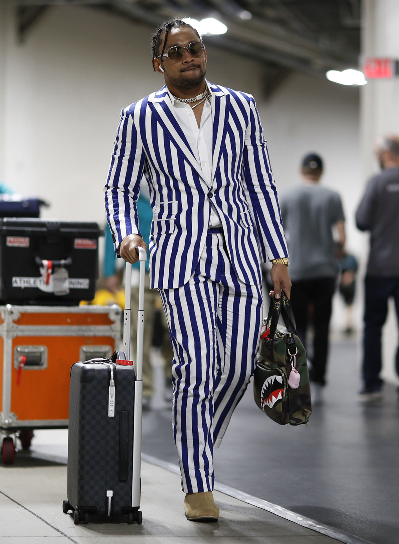 Miami Dolphins wide receiver Albert Wilson (15) arrives before an NFL football game against the Pittsburgh Steelers, Monday, Oct. 28, 2019 in Pittsburgh.