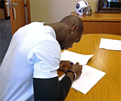 Jason McCourty signs a five-year contract extension with the Tennessee Titans on Thursday. (Tennessee Titans)