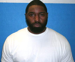 Dallas Cowboys nose tackle Jay Ratliff was arrested and charged with DWI early Tuesday morning.