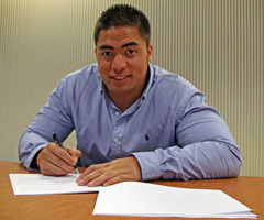 Manti Te'o signed with the San Diego Chargers on Thursday.