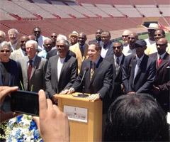 Friends honor the great Deacon Jones at his memorial service Saturday. (@EricDickerson/Twitter)