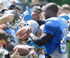 It hasn't taken long for Reggie Bush to endear himself to Lions fans.