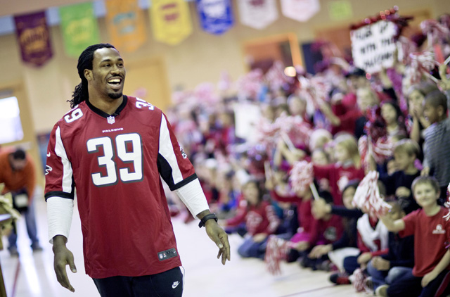 Photo gallery: Atlanta Falcons' Steven Jackson promotes Play 60