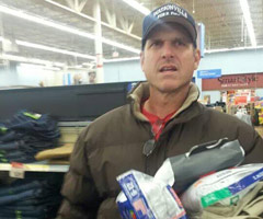 Coach Jim Harbaugh shopping at an Indianapolis-area Walmart. (Courtesy: Austin Jeffers / @Matt_5_9)