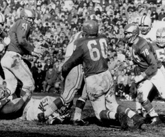 At age 35, Bednarik played both ways for the Eagles (a total of 58 minutes) in the 1960 NFL championship, leading Philadelphia to a 17-13 win over the Packers.