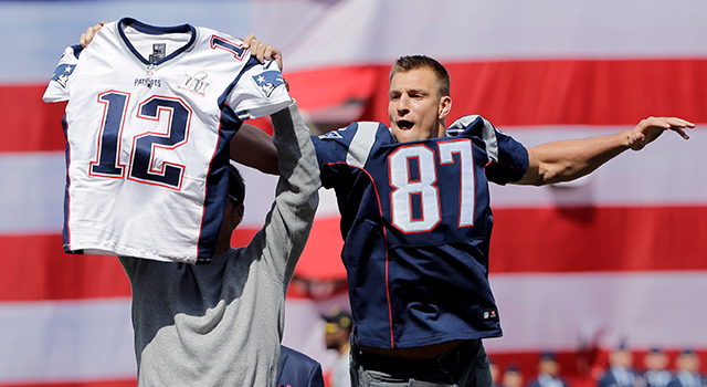 cheap for discount 4bb93 17c3b Rob Gronkowski steals Tom Brady's jersey at Fenway - NFL.com