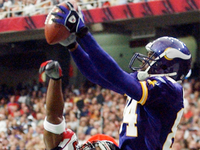 Let's watch an insane Randy Moss highlight