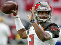 Jameis Winston injures shoulder in loss to Cardinals