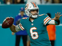 Jay Cutler outdoes Tom Brady as Dolphins beat Patriots
