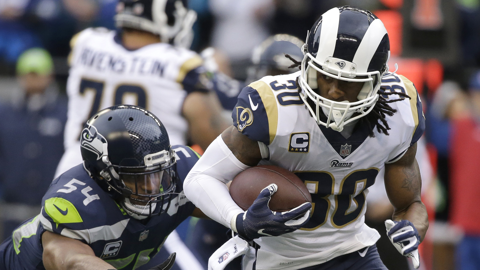 Los Angeles Rams running back Todd Gurley carries the ball as he gets ahead of Seattle Seahawks middle linebacker Bobby Wagner, left, in the first half of an NFL football game, Sunday, Dec. 17, 2017, in Seattle. (AP Photo/Elaine Thompson)