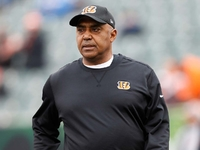 Marvin Lewis Stays With Bengals On Two Year Contract Nfl Com