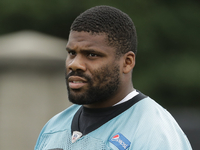Daryl Williams carted off after suffering knee break thumbnail