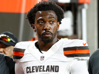 Browns QB Tyrod Taylor dislocated his left pinky thumbnail