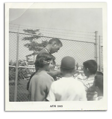 Mariucci (in hat) waiting to get Starr's autograph at the Packers' training camp in 1965, the first time he met his idol.