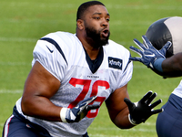 Texans sign Seantrel Henderson to one-year extension thumbnail